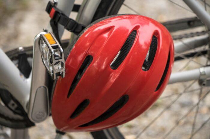 Cyklistická helma je základ bezpečné jízdy na kole
